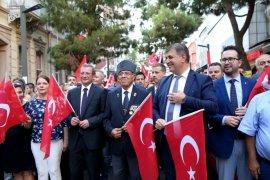 Gazilerden Karşıyaka'da kortej yürüyüşü
