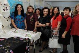 Karşıyaka Halk Eğitim'in Nakış ve Mefruşat sergisi açıldı