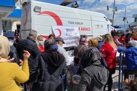 Karşıyaka Kızılay'dan şehitler için 2 bin kişiye yemek dağıtıldı