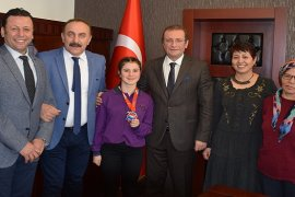 Karşıyakalı Menekşe'nin hedefi Dünya Şampiyonluğu...