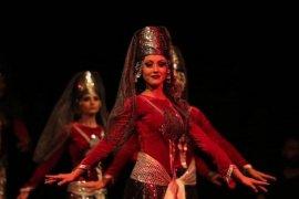 Karşıyaka Halk Eğitim Merkezi Kafkas Dans Ekibi iddialı