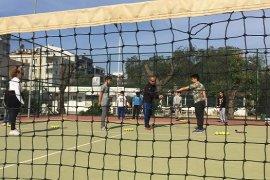 Bostanlıspor'da tenis okulu hizmete girdi...