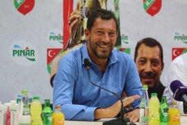 Ufuk Sarıca Pınar Karşıyaka ile imzaladı