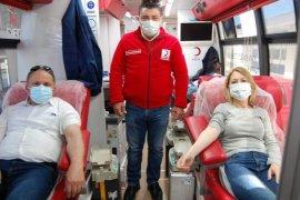 Ak Parti Karşıyaka İlçe Başkanlığı kan bağışında bulundu