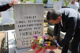 Yeni başkan Dr. Tugay, ilk başkanın mezarını ziyaret etti...