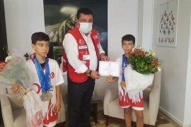 İzmir Büyükşehir'in Karşıyakalı şampiyonları Kaymakamı ziyaret etti