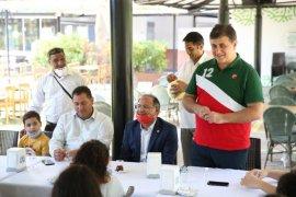 Başkan Tugay, Roman çocuklarıyla kahvaltı etti