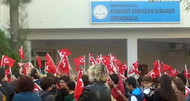 Atakent Erdoğan Kibarer Ortaokulu'nda bayrak töreni yeri değişti