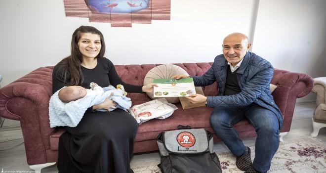 İzmirli bebeklere ''Hoş Geldin Bebek'' paketi