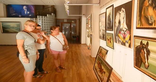 Karşıyakalı Ressam Ayla Erdur'dan Foça'da sergi