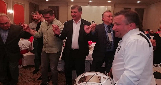 Başkan Tugay, Makedon Göçmenleriyle oynadı