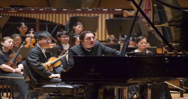 Kapanışı, Şangay Filarmoni eşliğinde Fazıl Say yaptı