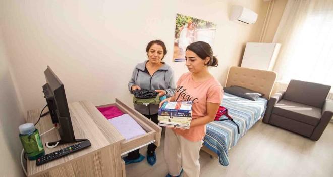 Yurt arayan gençlere İzmir Büyükşehir Belediyesi kapılarını açtı