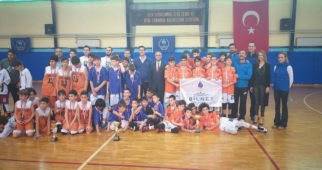 Karşıyaka Bilnet Ortaokulu şampiyon