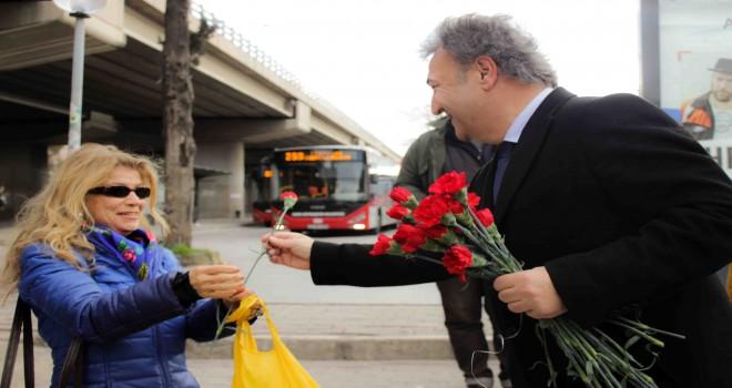 İduğ'dan Küçük Park'ta Sevgililer Günü sürprizi