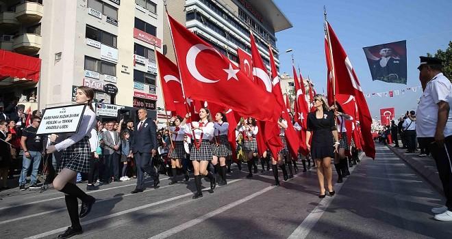 Karşıyaka'da 29 Ekim Kutlandı