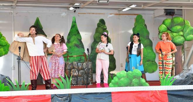 Çiğli mahallelerinde çocuk tiyatrosu sahneleniyor