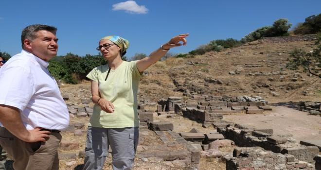 Başkan Oran Erythrai kazı çalışmalarını gezdi