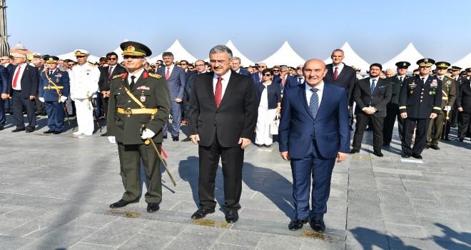 İzmir'de 30 Ağustos törenlerle kutlandı