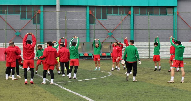 Karşıyaka'da COVID-19 testi pozitif çıkan futbolcu sayısı arttı