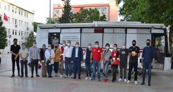 MHP Karşıyaka İlçe Teşkilatı'ndan kan bağışı