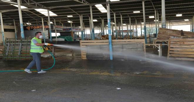 Çiğli pazar yerlerinde detaylı temizlik ve dezenfekte