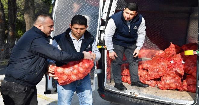 İzmir'de patates ve soğan dağıtımına başlandı