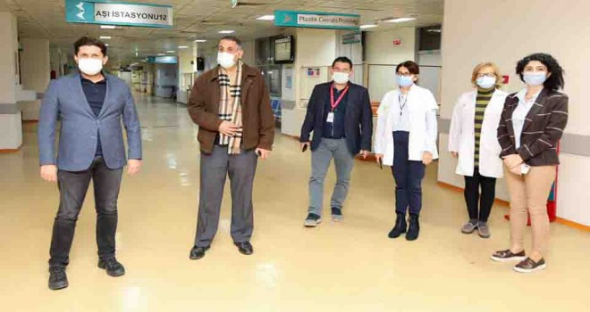 İzmir'de Koronavirüs Aşı mesaisi 24.00'e kadar devam ediyor