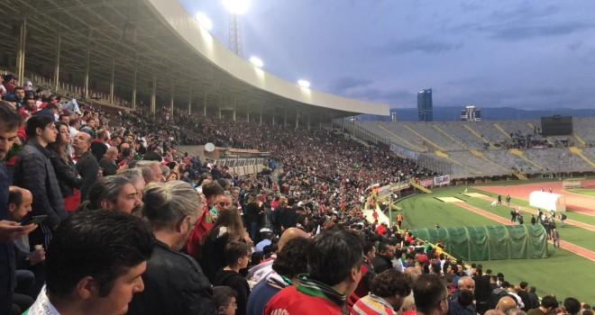 Karşıyaka Atatürk Stadı'nda oynayacak...