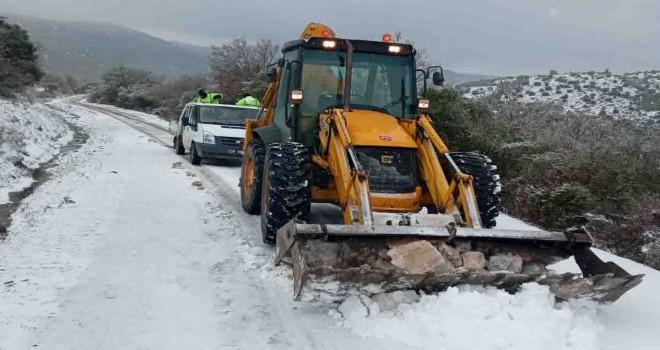 Bergama Belediyesi kar mesaisini sürdürüyor