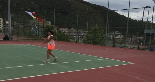 14 Yaş Tenis Turnuvası Karşıyaka'da başladı