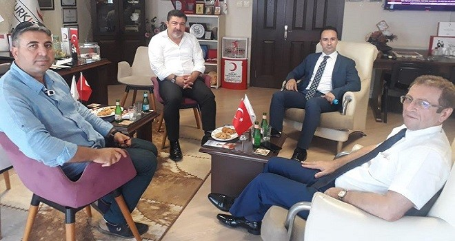 Karşıyaka Kaymakamı Kızılay Karşıyaka Şube Başkanı'nı tebrik etti
