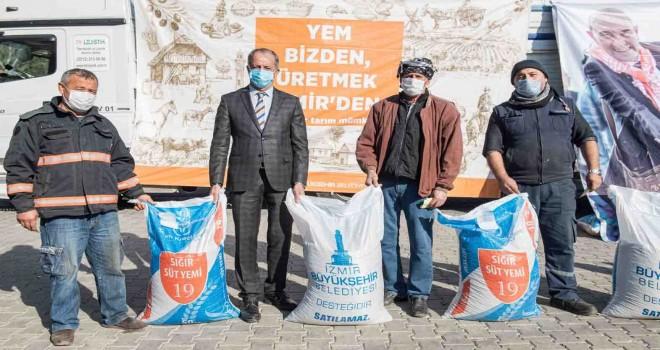 İzmir Büyükşehir'den Aliağalı üreticilere de yem desteği
