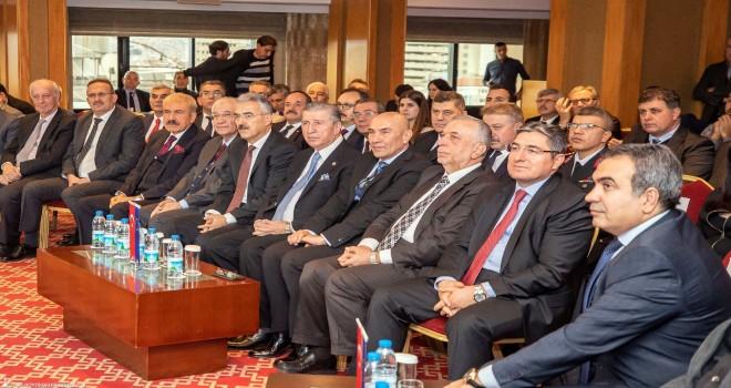 İzmir'de yerel yönetimlerde etik konuşuldu