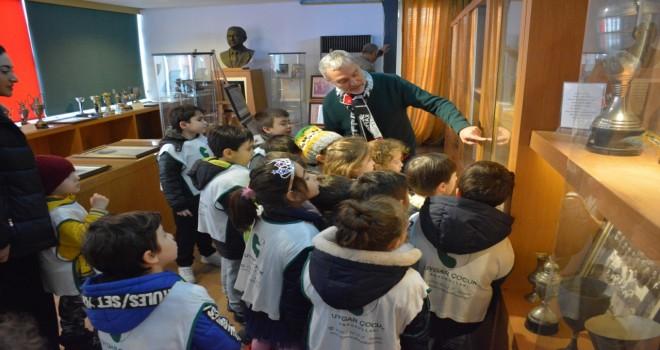 Miniklerden Karşıyaka Spor Kulübü Tarih Kurulu'na ziyaret