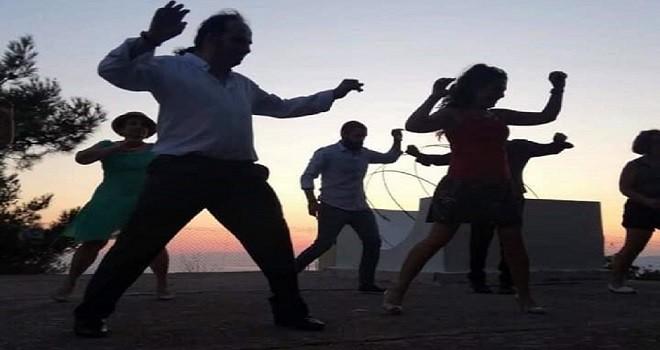 Haydi; dansedelim, morallerimizi düzeltelim...