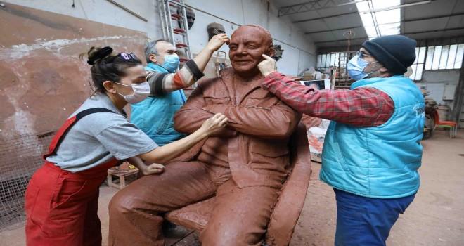 Bekir Coşkun'un ilk heykeli Buca'da yükselecek