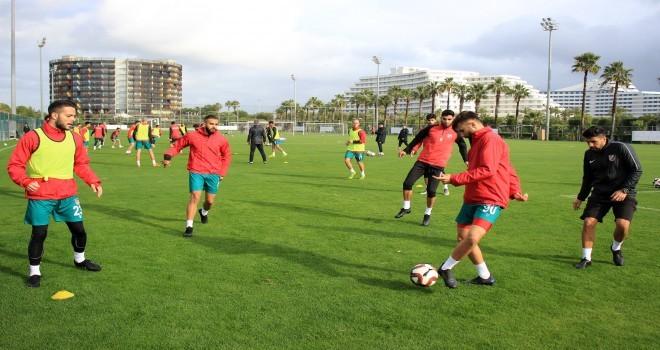 Karşıyaka, Antalya'da iki hazırlık maçı yapacak
