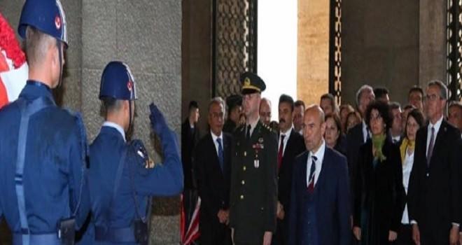 Dr. Cemil Tugay ve İzmirli başkanlar Anıtkabir'de...