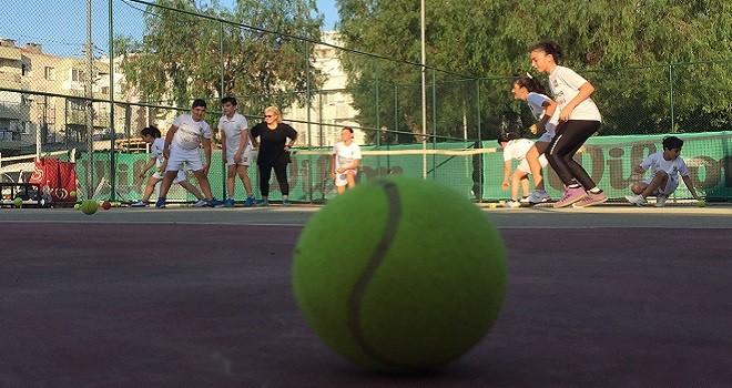 Bostanlıspor lisanslı tenisçi sayısını ikiye katladı