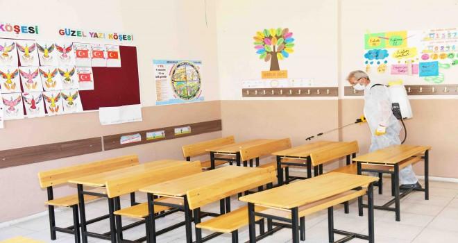 Çiğli'deki okullar sınav öncesi dezenfekte edildi
