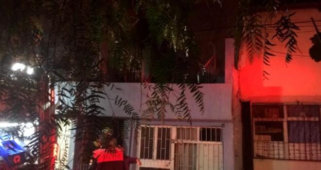 Karşıyaka'da madde bağımlısı evini ateşe verdi