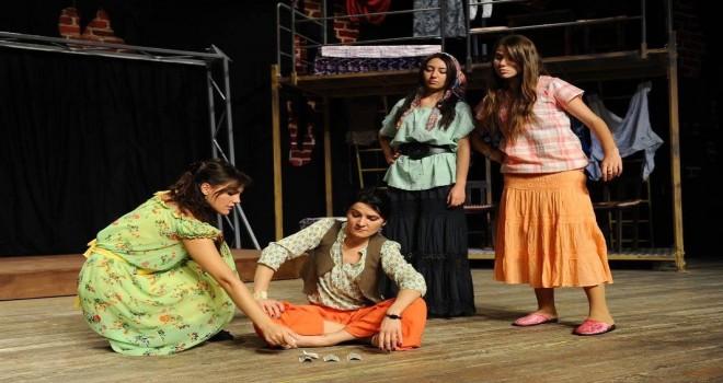 Karşıyaka'da 7'den 70'e tiyatro şöleni