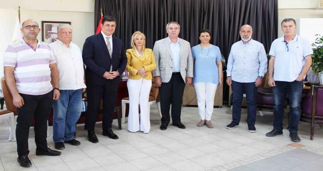 Başkan Tugay ve Koç'tan İzmir Gazeteciler Cemiyeti'ne ziyaret