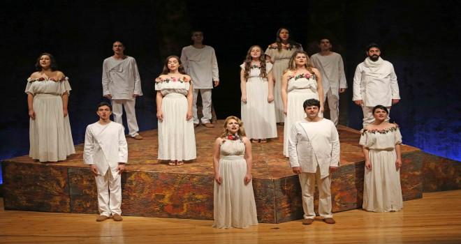 Karşıyaka Sivas'ı tiyatroyla anıyor