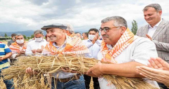 İzmir Büyükşehir'den tarıma dev destek