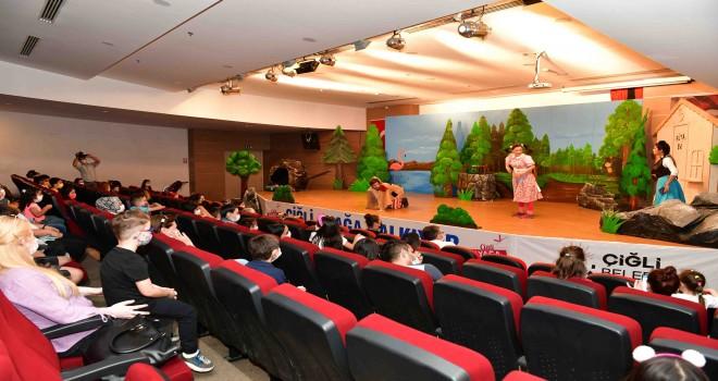 Çiğli Belediyesi'nden miniklere ''Sosyal Mesafeli'' tiyatro