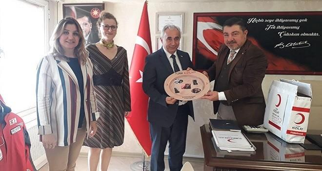 Karşıyaka Kızılay'dan Karşıyaka Halk Eğitim'e plaket...