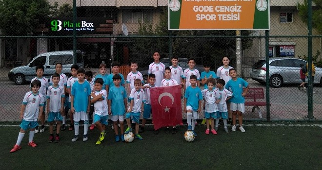Bostanlıspor futbol da 9 Eylül'ü kutladı