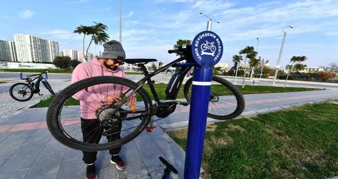 Bisikletler için ücretsiz tamir istasyonları
